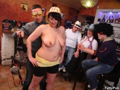 Sexy fat chicks in funny hats and glasses give three guys a sweet fucking time
